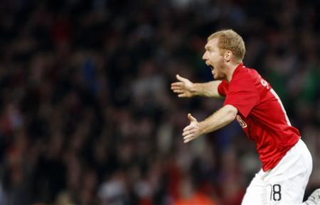 Manchester United's Paul Scoles celebrates scoring against Barcelona during their Champions League semi-final second leg soccer match at Old Trafford in Manchester, northen England, April 29, 2008. REUTERS/Albert Gea