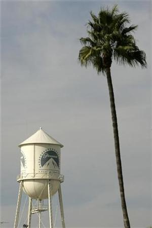 The water tower at Paramount Pictures studios is seen in the Hollywood portion of Los Angeles, California, November 4, 2007. . REUTERS/Danny Moloshok