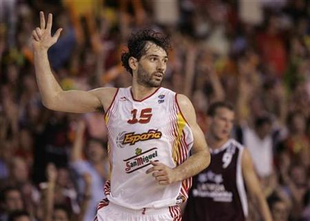 File photo shows Spain's Jorge Garbajosa during their European championship Group B preliminary round basketball match in Seville September 4, 2007. REUTERS/Marcelo del Pozo