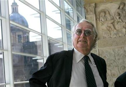 U.S. architect Richard Meier poses in front of the Ara Pacis museum in Rome in a 2005 photo. Rome's new mayor announced his intention on Wednesday to tear down the museum designed by Meier that critics decried as a modernist eyesore when it was unveiled in the historic centre in 2006. REUTERS/Dario Pignatell