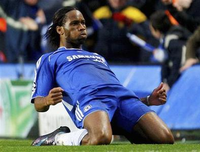 Chelsea's Didier Drogba celebrates scoring a goal during their Champions League semi-final, second-leg match against Liverpool at Stamford Bridge in London April 30, 2008. REUTERS/ Eddie Keogh
