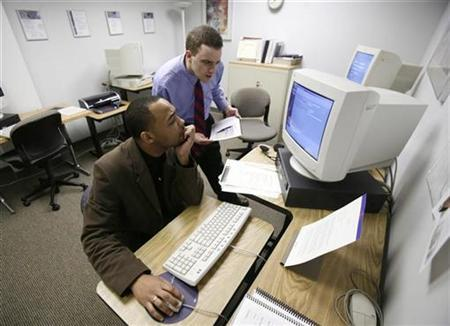Manpower staffing specialist Noah Polorny administers a test to Kyle Scott as he signs up with the temp agency in Park Ridge, Illinois April 10, 2008. REUTERS/John Gress