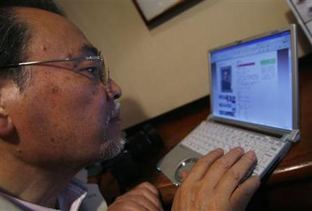 Yoji Kawamura, 65, looks at his page on www.match.com in Tokyo in this picture taken April 7, 2008. Japanese seniors are signing on to online matchmaking services and many say they have found true love. REUTERS/Toru Hanai