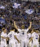 """<p>Игроки """"Зенита"""" радуются крупной победе над немецкой """"Баварией"""" в Санкт-Петербурге 1 мая 2008 года. Российский """"Зенит"""" разгромил немецкую """"Баварию"""" и вышел в финал Куба УЕФА. (REUTERS/Alexander Demianchuk)</p>"""