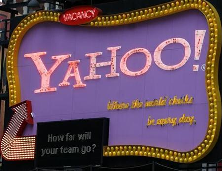 The Times Square Yahoo sign is seen in New York April 7, 2008. REUTERS/Joshua Lott