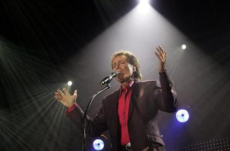 Cliff Richard performs to launch his European tour in Helsinki March 13, 2007. REUTERS/Lehtikuva/Markku Ulander