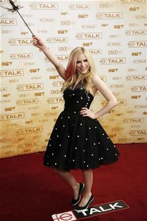 Singer Avril Lavigne poses on the red carpet at the start of the Juno Awards, the Canadian Music Awards, in Calgary, Alberta, April 6, 2008. REUTERS/Todd Korol