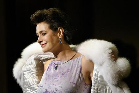 Actress Sean Young poses at the 60th Annual Directors Guild of America Awards in Century City, California on January 26, 2008. REUTERS/Mario Anzuoni
