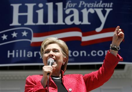 Democratic Presidential hopeful Hillary Clinton (D-NY) campaigns in Shepherdstown, West Virginia May 7, 2008. REUTERS/Kevin Lamarque