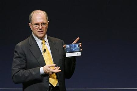 Craig Mundie, Microsoft Chief Research and Strategy Officer, shows a pocket computer during The Microsoft Government Leaders Forum in Beijing April 19, 2007. REUTERS/Claro Cortes IV