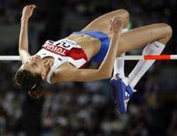 <p>Российская прыгунья Анна Чичерова на чемпионате мира по легкой атлетике в Осаке 2 сентября 2007 года. Россиянка Анна Чичерова в пятницу завоевала серебряную медаль в прыжках в высоту на турнире Super Grand Prix в Катаре (REUTERS/Ruben Sprich)</p>