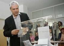 <p>Президент Сербии Борис Тадич на избирательном участке в Белграде, В воскресенье в Сербии проходят парламентские выборы, в ходе которых станет ясно, сможет ли перспектива вступления в Евросоюз перевесить обиду и гнев народа по поводу одностороннего объявления независимости Косово, активно поддержанной Западом. (REUTERS/Ivan Milutinovic)</p>