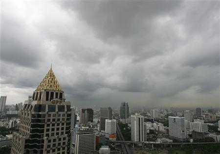 Dark rain clouds are seen over Bangkok skyscrapers May 12, 2008. REUTERS/Chaiwat Subprasom