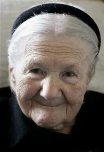 Nobel Peace Prize nominee Irena Sendler poses at her home in central Warsaw, March 14, 2007. REUTERS/Katarina Stoltz