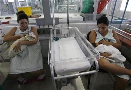 Mothers breastfeed their premature babies at the Neonatal Intensive Care unit at the Ramon Gonzalez Coro maternity hospital in Havana February 22, 2008. REUTERS/Claudia Daut