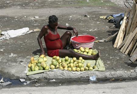 A pregnant woman sells mangos at the slum of Cite Soleil in Port-au-Prince May 9, 2008. REUTERS/Eduardo Munoz