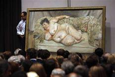 "<p>Il dipinto di Lucian Freud ""Benefits Supervisor Sleeping"" ieri all'asta di Christie's a New York. REUTERS/Joshua Lott</p>"