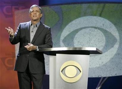 Leslie Moonves, president and CEO of the CBS Corp., delivers his keynote address at the 2007 International CES (Consumer Electronics Show) in Las Vegas, January 9, 2007. REUTERS/Rick Wilking