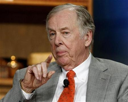 Oil investor T. Boone Pickens speaks during a briefing at the 2008 Milken Institute Global Conference in Beverly Hills, April 29, 2008. REUTERS/Fred Prouser