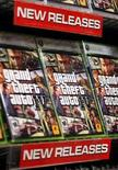 "<p>Immagine di un espositore del videogioco ""Grand Theft Auto IV"" a New York. REUTERS/Lucas Jackson (UNITED STATES)</p>"