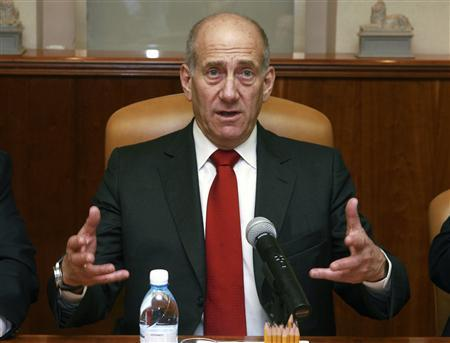 Israel's Prime Minister Ehud Olmert attends the weekly cabinet meeting in Jerusalem May 18, 2008. REUTERS/Jim Hollander/Pool