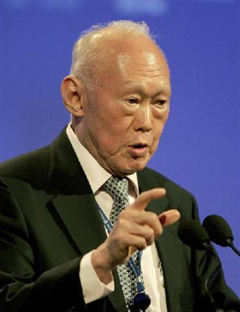 Singapore's former Prime Minister Lee Kuan Yew speaks at the St Petersburg International Economic Forum in this June 10, 2007 file photo. REUTERS/Alexander Demianchuk