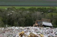 <p>Una discarica nei pressi di Monterey, California. Aprile 2008. REUTERS/Darrin Zammit Lupi (Usa)</p>
