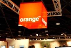 <p>NRJ Mobile, contrôlé par le groupe Crédit mutuel-CIC, va signer un nouveau contrat d'opérateur virtuel (MVNO) avec Orange France (groupe France Télécom). /Photo d'archives/REUTERS</p>