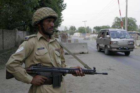 A Pakistani soldier stands guards on a street in Kabal area of restive Swat region May 21, 2008. Pakistan's government promised to ''gradually'' pull out troops from the northwestern valley of Swat after signing a peace agreement with Taliban militants on Wednesday. REUTERS/Ibrar Tanoli