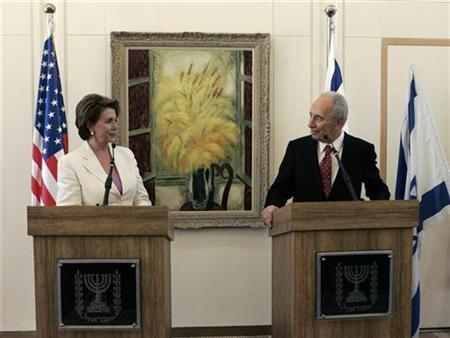 Israel's President Shimon Peres (R) and House of Representatives Speaker Nancy Pelosi (D-CA) address the media before their meeting in Jerusalem May 18, 2008. REUTERS/Baz Ratner