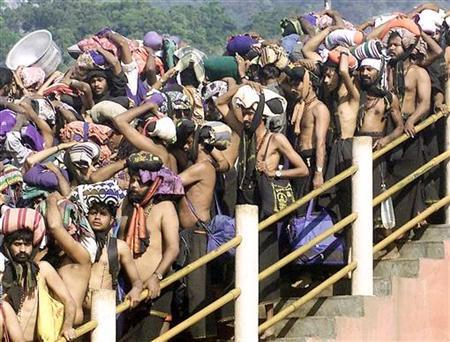 Hindu pilgrims queue outside the Sabarimala Temple to offer prayers to the Hindu deity ''Ayappa'', about 70 kms (43 miles) west of the town Pathanamthtta in the southern Indian state of Kerala, on January 15, 2003. REUTERS/Dipak Kumar