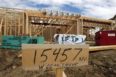 A temporary address sign is seen in front of houses under construction in a Denver, Colorado suburb May 16, 2008. REUTERS/Rick Wilking