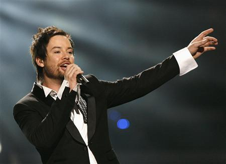 David Cook performs after winning the finale of ''American Idol'' at the Nokia Theatre in Los Angeles May 21, 2008. REUTERS/Mario Anzuoni