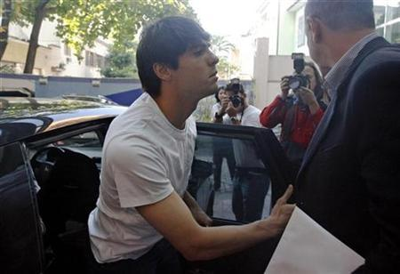 AC Milan's Kaka of Brazil arrives at the Pasteur Hospital in Rio de Janeiro, May 23, 2008. REUTERS/Fernando Soutello