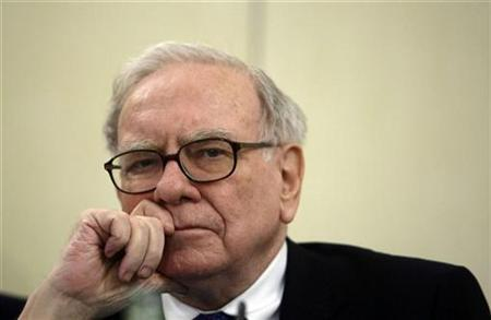 Investor Warren Buffett listens to a question during a news conference in Madrid May 21, 2008. REUTERS/Andrea Comas