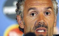 <p>Il commissario tecnico della nazionale italiana di calcio Roberto Donadoni durante la conferenza stampa di oggi a Coverciano. REUTERS/Marco Bucco (ITALY)</p>