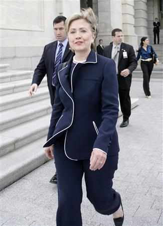 Democratic presidential candidate Senator Hillary Clinton leaves after voting on Capitol Hill, May 22, 2008. REUTERS/Yuri Gripas