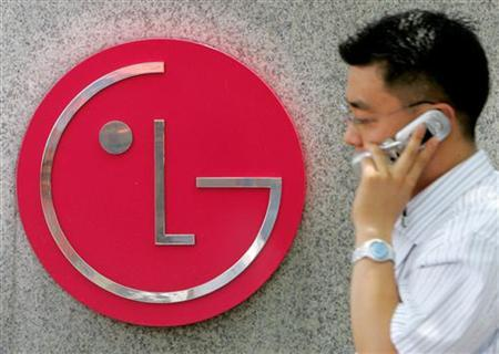 A South Korean walks past the logo of LG Electronics at its headquarters in Seoul July 18, 2005. REUTERS/You Sung-Ho