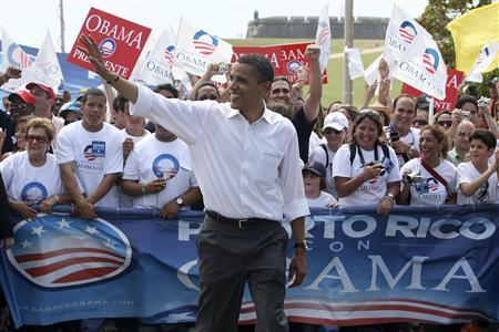 Democratic presidential candidate Senator Barack Obama (D-IL) waves to supporters during a rally campaign event at the Old San Juan in San Juan, Puerto Rico, May 24, 2008. REUTERS/Ana Martinez