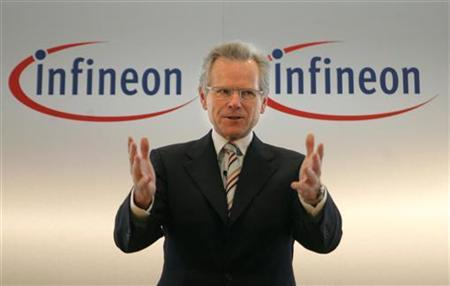Wolfgang Ziebart gestures during a news conference in Munich, March 31, 2006. REUTERS/Alexandra Winkler
