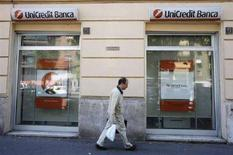 <p>Un'agenzia della Banca UniCredit a Roma. REUTERS/Dario Pignatelli (Italia)</p>