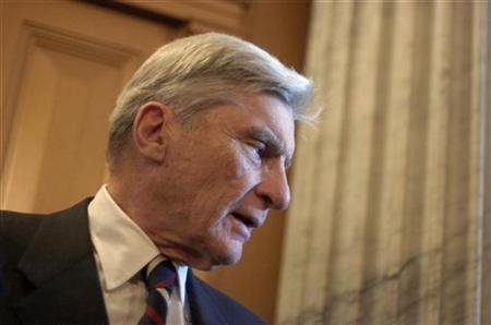Sen. John Warner (R-VA) talks with a reporter at the U.S. Capitol in Washington in this February 17, 2007 file photo. REUTERS/Jonathan Ernst/Files