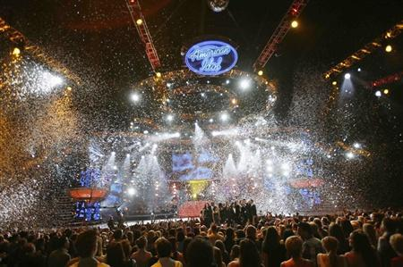 Confetti drops during the finale of ''American Idol'' at the Nokia Theatre in Los Angeles May 21, 2008. REUTERS/Mario Anzuoni