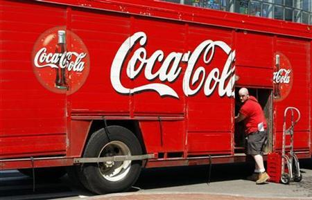 A driver delivers Coca-Cola products to stores in Boston, Massachusetts, April 24, 2008. REUTERS/Brian Snyder