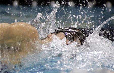 Olympic swimmer Michael Phelps swims at the Short Course National Championships in Atlanta, Georgia on November 30, 2007. Odds do not favor Phelps winning seven or more gold medals in the Beijing Olympics and matching or eclipsing Mark Spitz's record, said Matt Biondi, the last swimmer to attempt it. REUTERS/Tami Chappell (UNITED STATES)