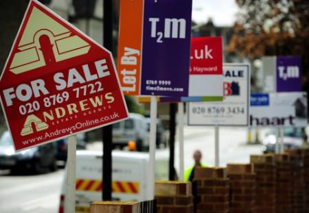 A row of estate agents' ''for sale'' signs are seen on a street in South London April 3, 2008. REUTERS/Dylan Martinez