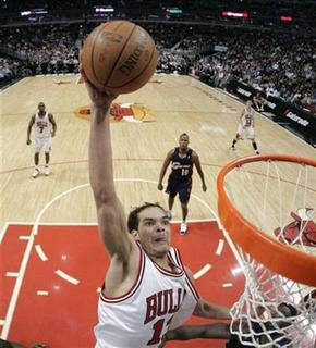 Chicago Bulls Joakim Noah dunks on the Cleveland Cavaliers during the first half of their NBA basketball game in Chicago March 6, 2008. Noah has agreed to serve six months probation and pay a $200 fine after being charged with marijuana possession in Florida, the State Attorney's office said on Thursday. REUTERS/John Gress
