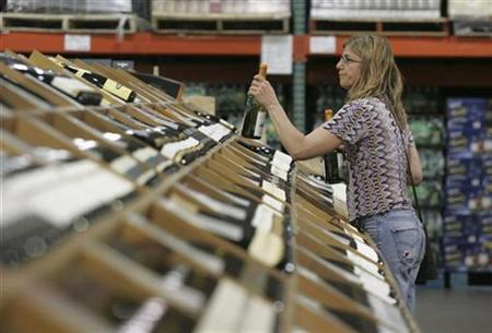 A shopper selects bottles of wine at the Costco Warehouse in Arlington, Virginia, May 29, 2008. REUTERS/Molly Riley