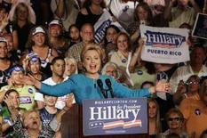 """<p>Сенатор-демократ Хиллари Клинтон выступает в Сан-Хуане в ходе """"праймериз"""" в Пуэрто-Рико 1 июня 2008 года. Клинтон выиграла предварительные внутрипартийные выборы, или """"праймериз"""", в Пуэрто-Рико в воскресенье, однако до сих пор значительно отстает от своего соперника Барака Обамы, который постепенно приближается к тому, чтобы получить право представлять демократическую партию на президентских выборах в США. (REUTERS/Ana Martinez)</p>"""