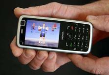 <p>Un modello di cellulare Nokia. REUTERS /Arnd Wiegmann (SWITZERLAND)</p>